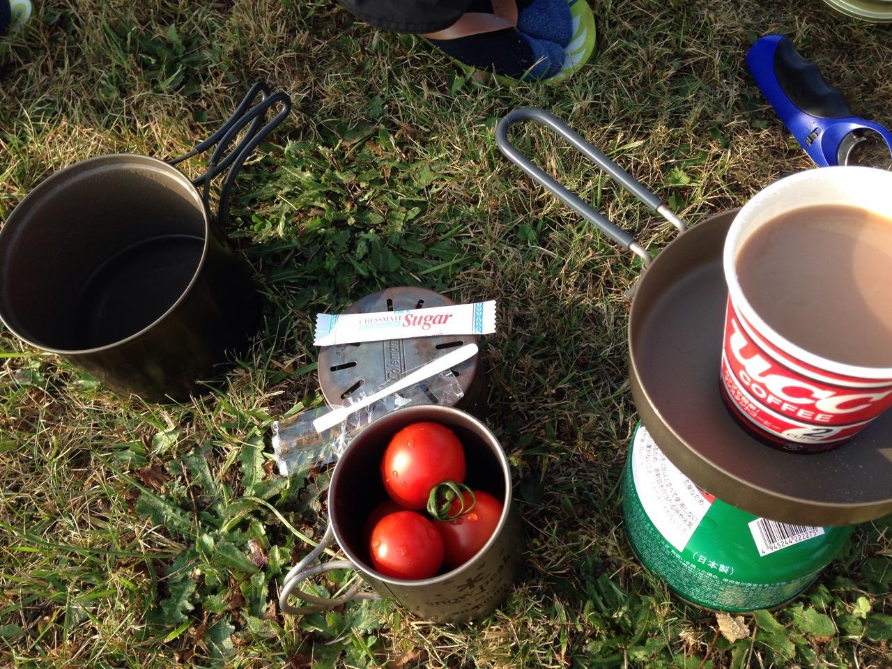 ▲ 道中買ったトマトが朝飯